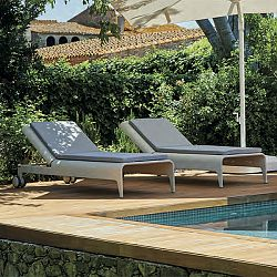 The ''U'' Outdoor Chaise Lounge