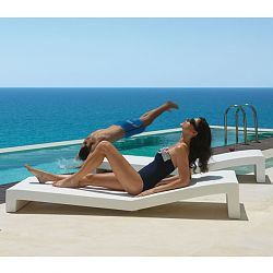 Jut Outdoor Chaise