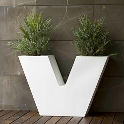Uve Outdoor Planter